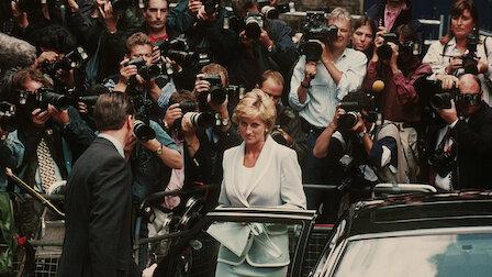 Diana de Gales entre la multitud de paparazzis